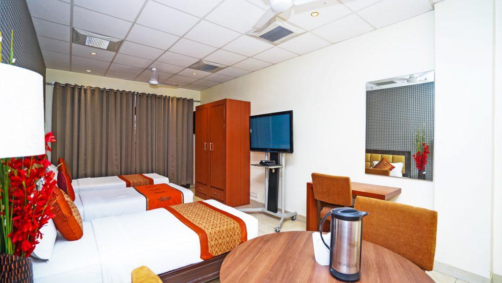 DELUXE ROOM 3 BED